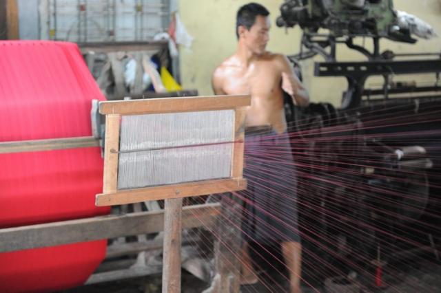 Making Longyi in Myanmar